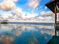 Villa Bidadari Cliffside Estate, Infinity Pool
