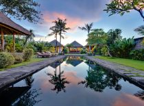 Villa Belong Dua, Pool and Garden