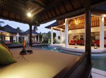 Villa Sesari, Romantic drink by the pool